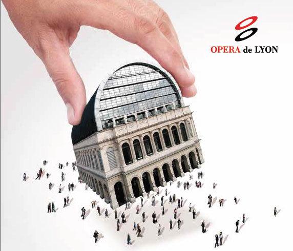 Derrière le rideau de l'opéra , il y a …..
